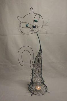 Drátkovaná kočka-svícen