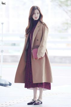 Seohyun - Incheon Airport #fashion #girl Snsd Airport Fashion, Snsd Fashion, Fashion Idol, Ulzzang Fashion, Korea Fashion, Asian Fashion, Girl Fashion, Fashion Looks, Fashion Outfits