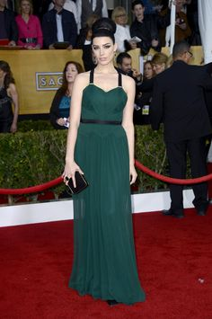 Jessica Pare looked stunning in a dark green pleated Jason Wu gown with black accents, top-notch top-knot and stunning drop earrings. #SAGAwards