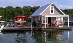 Tiny House: Lake House on Norris Lake, TN is actually a house boat. Owners live there year round. Tiny House Blog, Tiny House Living, Cozy Cottage, Cottage Homes, Romantic Cottage, Lake Cottage, Small Space Living, Small Spaces, Houseboat Rentals