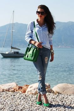 I love the splash of green with the shoes & purse