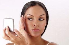 Jeitinho caseiro para maquiar usando dedos ao invés de lápis ou pincel - http://comosefaz.eu/jeitinho-caseiro-para-maquiar-usando-dedos-ao-inves-de-lapis-ou-pincel/