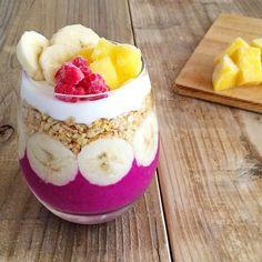 Daily vegetable & fruit smoothie — レッドピタヤで色鮮やかに♪ラズベリーとマンゴーのグラノーラスムージー