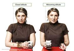 Lihat perbedaan posisi tangan orang yang menyambut dengan baik dan yang masih tertutup oleh sesuatu yang ditawarkan.
