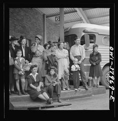 38 Photos from a Greyhound Bus Trip from Louisville to Memphis, 1943 (Part - Old Photo Archive - Vintage Photos and Historical Photos Old Photos, Vintage Photos, Bus Travel, Busses, Bus Stop, Photo Archive, Historical Photos, Kentucky, History