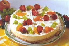 Eine cremige Torte mit Knusperboden und frischem Obst