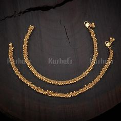 Designer antique payal studded with Synthetic Stones and Beads plated with gold polish and made of copper alloy! Gold Jewellery Design, Gold Jewelry, Jewelry Bracelets, Necklaces, Bridal Hair Accessories, Jewelry Accessories, Indian Wedding Jewelry, Gold Polish, Latest Jewellery