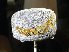 The Wheat battle : a high jewelry symbol used by many.