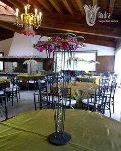 Centro de mesa con orquídea phalaenopsis.