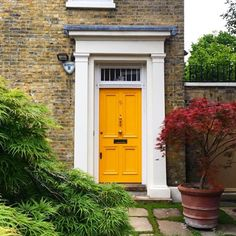 Doors of London 💛 . . . . . . . . . . . . . . . . . . #travel #traveling #iamsimina #vacation #visiting #instatravel #instago #instagood #trip #holiday #photooftheday #fun #travelling #tourism #tourist #instapassport #instatraveling #mytravelgram #travelgram #travelingram #igtravel #simplysimina #smgoesto #smgoestolondon #experiencelife #wonderlust #yellowdoor #yellow