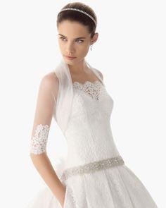 Sara Sampaio para Rosa Clará. #casamento #acessórios #noivas #casacos