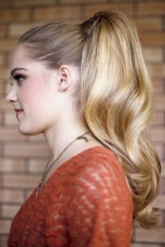 Graceful hair makeover: the big ponytail Big Ponytail, Retro Ponytail, Vintage Ponytail, Perfect Ponytail, Retro Hairstyles, Ponytail Hairstyles, Wedding Hairstyles, Updos, Beauty