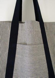 Sacs Tote Bags, Diy Tote Bag, Sewing Crafts, Sewing Projects, Tape Crafts, Fabric Crafts, Diy Crafts, Diy Sac, Fabric Bags
