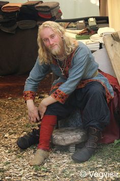 Viking--OK, I partially had to repost this because he's a hottie! LOL Great garb, too!