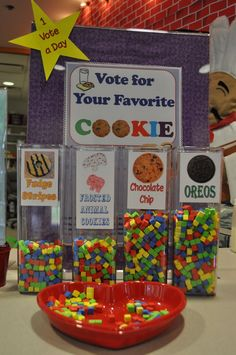 I love the idea of an interactive booth! Great way to get people to the booth, call them over to vote for fav cookie! Cute idea for an interactive cookie booth! Girl Scout Leader, Girl Scout Troop, Brownie Girl Scouts, Cub Scouts, Girl Scout Cookie Sales, Girl Scout Cookies, Gs Cookies, Chip Cookies, Library Activities