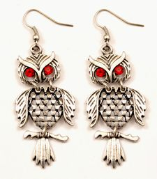 Amazing owl shape earrings with red studs eyes and alloy coating.