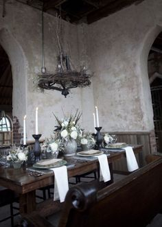 this is a little goth for me, but there are some really cool elements to this room
