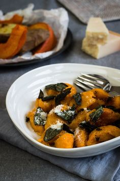 Pumpkin gnocchi with sage butter as a starter for a Christmas party – Christmas … - Weihnachtsessen Savory Pumpkin Recipes, Raw Food Recipes, Veggie Recipes, Vegetarian Recipes, Healthy Recipes, Pumpkin Gnocchi, Pumpkin Pumpkin, Enjoy Your Meal, Sage Butter