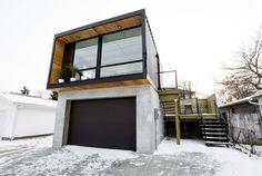 Wohnen in einem Container? Das klingt im ersten Moment nicht wirklich verlockend. Doch wenn ihr euch die Fotos oben schon angeschaut habt, wisst ihr, dass es sehr wohl möglich ist, schön zu wohnen - in einem Container. Die kanadische Firma Honomobo hat sich darauf spezialisiert modulare Häuser zu bauen. Als neuer Hausbesitzer hat man die Möglichkeit zwischen den Varianten HO1 (ein Container) und HO4+ (vier Container) zu wählen. Wie das Wort modular verrät, ist es möglich diese Container auf…