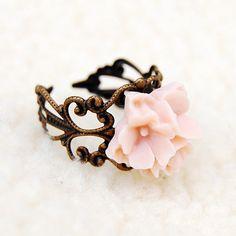 Vintage Flower Ring...  pretty!