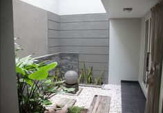 teras belakang Backyard House, Cozy Backyard, Small Backyard Landscaping, Landscaping Ideas, Indoor Garden, Outdoor Gardens, Home And Garden, Japanese Tea House, Bungalow House Plans