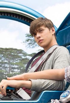 it gives my the chills how hot nick Robinson is