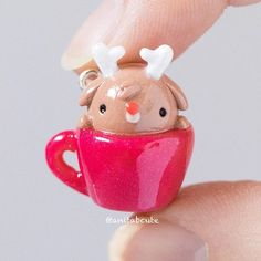 Even Rudolph enjoys chilling in a teacup! Cute Polymer Clay, Cute Clay, Polymer Clay Dolls, Polymer Clay Charms, Polymer Clay Projects, Polymer Clay Creations, Resin Charms, Christmas Clay, Rudolph Christmas