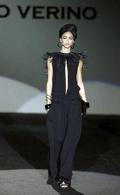_LMG2052MADRID PRIMAVERA VERANO 2014 Roberto Verino  El diseñador Roberto Verino ha presentado 'Carmen' en MBFWM, una colección que apela a la sensualidad clásica de la mujer latina. Las líneas atemporales han predominado en un desfile de prendas en 'print' animal y colores oscuros, trajes sastre y 'trenchs', así como largos vestidos de estampado floral.