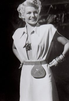 Purse/Belt....Rita Hayworth - The Lady From Shanghai 1947, uploaded by  www.1stand2ndtimearound.etsy.com