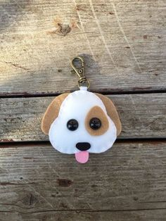 emoji chien Noël ornement peluche vue arrière mirrow décoration porte clé en feutrine de laine Dog Christmas Ornaments, Christmas Dog, Felt Ornaments, Christmas Decorations To Make, Chat Crochet, Crochet Dolls, Felt Keychain, Keychains, Felt Dogs