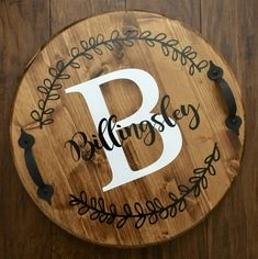 Check out our round wood trays selection for the very best in unique or custom, handmade pieces from our shops. Wooden Pallet Projects, Wooden Pallets, 1001 Pallets, Pallet Crafts, Salvaged Wood, Round Wooden Tray, Wood Tray, Frame Crafts, Wood Crafts
