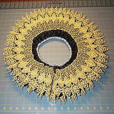 "Wide Gold Lace ""De Medici"" Ruff  - Elizabethan ruff / collar 1580 - 1610"