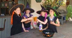 15 magische Hexenparty-Spiele, die kleine Hexen verzaubern Witch party games make sure that having fun at a witch party. Halloween Party Kinder, Halloween Games Adults, Hallowen Party, Witch Party, Halloween Party Decor, Sleepover Games, Kids Party Games, Sleepover Party, Party Fun