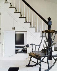Comment utiliser intelligement la place située sous son escalier? C'est à cette question que je vous propose de répondre avec l'aide de Noémie du blog decorationtendance.com