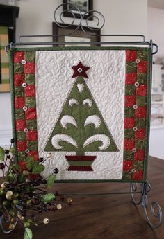 super cute xmas tree mini quilt.