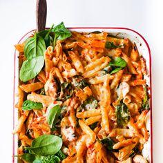 Chicken and Mushroom Pasta Bake pasta pasta pasta pasta bake recipes rezepte sauce Chicken Mushroom Pasta Bake, Baked Chicken And Mushrooms, Chicken Pasta Casserole, Spinach Stuffed Mushrooms, Healthy Pasta Bake, Healthy Pastas, Vegan Pasta, Healthy Mummy Recipes, Clean Eating Recipes