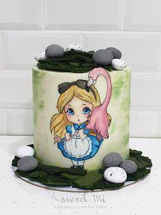 Alice in wonderland Beautiful Cake Designs, Beautiful Cakes, Amazing Cakes, Alice In Wonderland Cakes, Painted Cakes, Red Queen, Chocolate Cream, Cake Art, Snow Globes