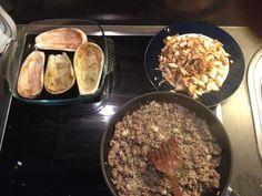 Foto 3: ...Zwiebeln, Knoblauch, einen Schuss Wein, Salz, Pfeffer....
