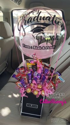 Mi amiga 😂😂 y lo que me encanta es que lo hizo junto con su hermanito de My friend 😂😂 and what I love is that she did it together with her 4 year old brother her Graduation Bouquet, Graduation Ornament, Graduation Party Decor, Graduation Gifts, College Graduation, Diy Birthday, Birthday Gifts, Happy Birthday, Balloon Arrangements