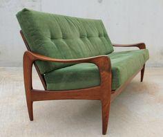 Prachtige design bank in Deense stijl van (vermoedelijk) De Ster/Gelderland. In zeer nette staat voor een 2ehands meubel. Prijs: 500 euro. Interesse? Mail mij!