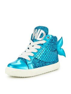 Mini Miss KG Splash Mermaid Trainers Every little girl loves mermaids, so she's bound to dive excitedly into these Splash trainers from Mini Miss KG as soon as she opens the box! In a gorgeous turquoise colour that evokes the magic of the deep, the high-tops are adorned in shimmering sequins and glitter that glimmer like a sun-soaked ocean when the light catches them. Finished with super cute fishtail embellishment, plus bold 'MER' and 'MAID' detail to the tongues.