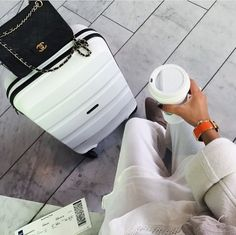 TRAVELLING IN STYLE | For more inspiration visit www.dontsweatthestewardess.com