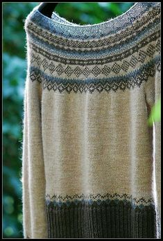 "Ravelry: enugu's Oatmeal, Cacao & Graphite jumper with short raglan sleeves and Norwegian pattern in ""Alpaca"" Knitting Patterns Free, Free Knitting, Free Pattern, Crochet Patterns, Fair Isle Pattern, Fair Isle Knitting, Knitting Projects, Knitwear, Knit Crochet"