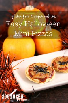 Halloween Party Food doesn't get easier than these Healthy Halloween Mini Pizza Recipes. Topped with olive spiders or whatever creepy toppings you like, these are perfect for kids and adults. Healthy Halloween, Halloween Food For Party, Halloween Treats, Mini Pizza Recipes, Lunch Box Recipes, Vegan Gluten Free, Dairy Free, Foods With Gluten, Vegan Options