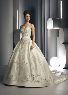 Google Image Result for http://image.made-in-china.com/2f0j00gMUTFBnlCvqQ/Embroidered-Weddding-Dress-And-Wedding-Gown-Davic007-.jpg