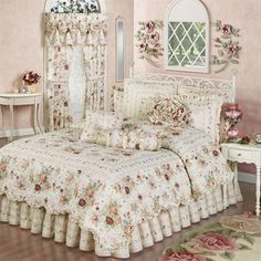 Discover thousands of images about English Rose 4 pc Floral Quilt Set Shabby Chic Bedrooms, Shabby Chic Homes, Shabby Chic Decor, Bed Linen Sale, Cama King, Shabby Chic Zimmer, Quilt Sets, Beautiful Bedrooms, Luxury Bedding