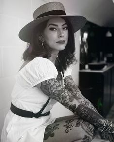 Spring has sprung - celebratory in a simple white dress, naturally toughened with a leather harness and absolute fav Prada knee. Tattoed Women, Tattoed Girls, Inked Girls, Red Lips Outfit, Girl Tattoos, Tattoos For Women, Fashion Advice, Fashion Outfits, Pin Up