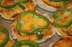 Shower of Roses: On St. Patrick's Day - healthy snack shaped like flag of Ireland Mothers Day Crafts For Kids, Crafts For Kids To Make, Mini Pizza Recipes, Diy Mother's Day Crafts, St Patricks Day Food, Veggie Tray, Healthy Snacks, Food And Drink, Appetizers
