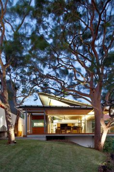 บ้านสวยสไตล์โมเดิร์น บรรยากาศปลอดโปร่งรายล้อมด้วยธรรมชาติ