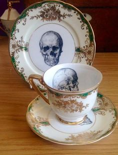 skull tea set from unknown Skull Decor, Skull Art, Goth Home, Gothic Home Decor, Gothic House, My Cup Of Tea, Afternoon Tea, Tea Time, Decoration